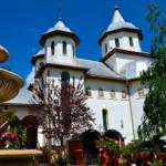 Mănăstirea Dumbrava, un colţ de rai mângâiat de Maica Domnului