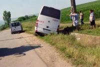 Coliziune între un microbuz și un autoturism la Lunca Mureș, cauzată de neacordarea de prioritate
