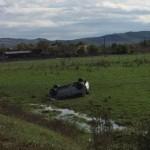 Un autoturism condus de un șofer din Ocna Mureș s-a răsturnat pe câmp, în apropiere de Unirea