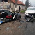 Două persoane rănite în urma unei coliziuni între două autoturisme petrecută pe DN1, la Decea