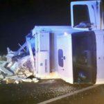 O cisternă care transporta lapte s-a răsturnat pe DJ 107F, la Lunca Mureșului