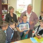 """Copiii de la Aşezământul Social """"Sfântul Mucenic Ciprian"""" din Ocna Mureş și-au expus lucrările în cadrul unei expoziții"""