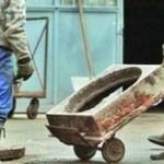 Tineri cercetați de polițiști după ce au furat un capac de canal