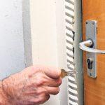 Doi bărbați din judeţul Mureş cercetați de polițiști, după ce au intrat cu chei potrivite într-o locuință din Ocna Mureș și au sutras suma de 900 de lei