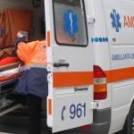 O femeie care se deplasa pe marginea drumului a fost lovită de o autoutilitară ieri la Ocna Mureș