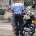 Tânăr de 28 de ani din Ocna Mureș cercetat de polițiști, după ce a fost surprins conducând un moped neînmatriculat și fără a avea permis, pe DC 7 la Heria