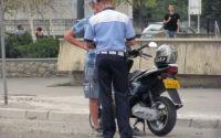 Minor de 16 ani din Ocna Mureș cercetat de polițiști, după ce a fost surprins în timp ce conducea fără permis un moped neînmatriculat