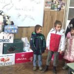 """Gest de omenie, la Şcoala """"Lucian Blaga"""" din Ocna Mureş"""