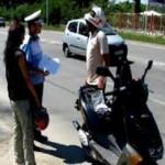 Bărbat din Ocna Mureș surprins de polițiști la Războieni conducând un moped fără a avea permis de conducere