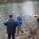 Dosare penale pentru doi bărbați din Ocna Mureș și Unirea, după ce au fost surprinși în timp ce pescuiau cu unelte interzise în albia râului Mureș